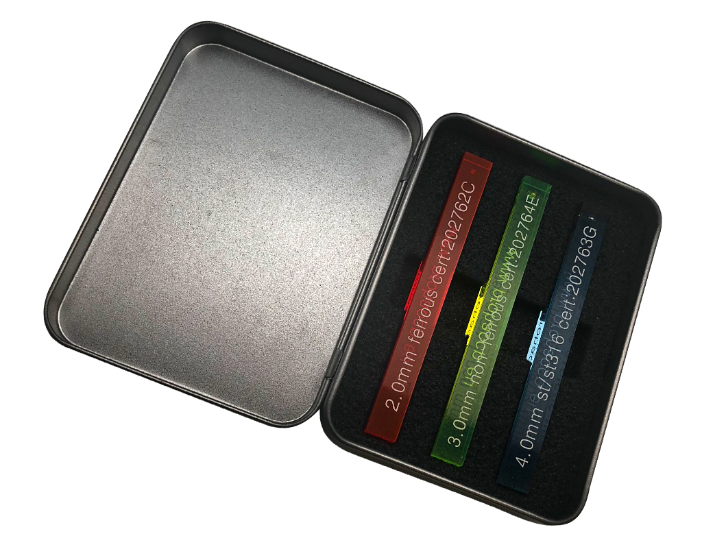 Metalowe pudełko na testery