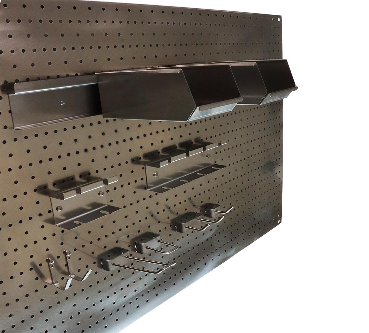 Werkzeugwände  aus perforierter Edelstahl